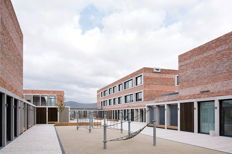 """schul- und bŸrgerzentrum """"b3 gadamerplatz""""  planung: datscha architekten libanonstra§e 72a 70184 stuttgart www.datscha-architekten.de"""